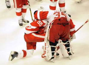 Detroit Red Wings' goaltender Jimmy Howard consoles defenseman Niklas Kronwall after losing to the Chicago Blackhawks, May 29, 2013.